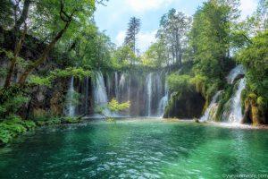 【クロアチア旅行記②】プリトヴィツェ湖群国立公園で青と緑の絶景を撮り歩く